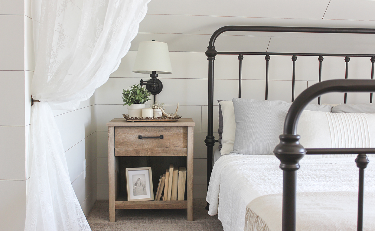 Modern farmhouse bedroom makeover with beautiful nightstand