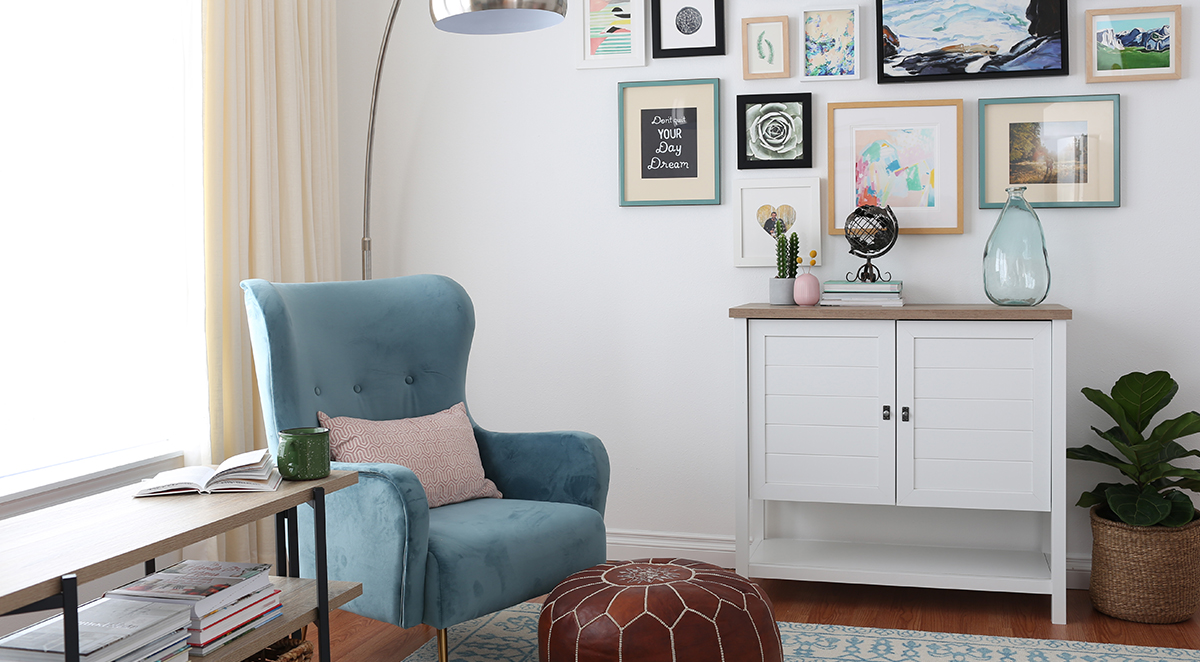 Room Tour: An Open, Airy And Organized Living Room