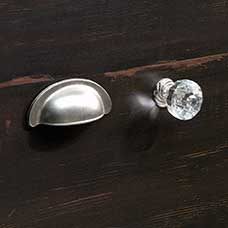 <a href='/Collections/Harbor-View/Antiqued-Paint.aspx?type=HP&index=14'>Transitional Satin Nickel Metal Bin Pull and Acrylic/Nickel Knob Set</a>