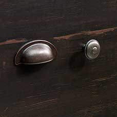 <a href='/Collections/Harbor-View/Antiqued-Paint.aspx?type=HP&index=7'>Traditional Barrel Pewter Bin Pull and Round Knob Set</a>