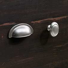 <a href='/Collections/Harbor-View/Antiqued-Paint.aspx?type=HP&index=11'>Transitional Satin Nickel Metal Bin Pull and Oval Knob with Base Set</a>