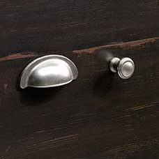<a href='/Collections/Harbor-View/Antiqued-Paint.aspx?type=HP&index=13'>Transitional Satin Nickel Metal Bin Pull and Round Knob Set</a>