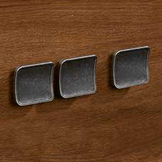 <a href='/Collections/Shoal-Creek/Oiled-Oak.aspx?type=HP&index=3'>Contemporary Barrel Pewter Square Knob Set</a>