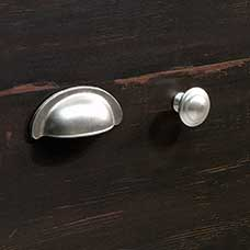 <a href='/Collections/Harbor-View/Antiqued-Paint.aspx?type=HP&index=12'>Transitional Satin Nickel Metal Bin Pull and Round Knob Set</a>